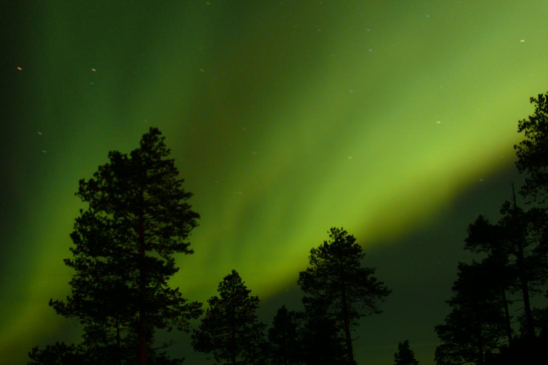 28. Revontulia illan hämärtyessä-Nordlicht beim Eindunkeln des Abends